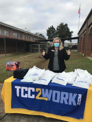 Tallahassee Community College partnered with George W. Munroe Elementary School (GWMES) in Quincy for a COVID-safe drive thru book giveaway in recognition of literacy week.