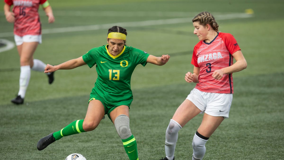 Oregon soccer stuns defending national champion Stanford, first time Ducks beat the Cardinal