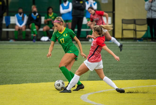 Oregon's Zoe Hasenauer (17) battles Gonzaga's Sophia Braun for ball possession during their Feb. 7 match at Pape Field.