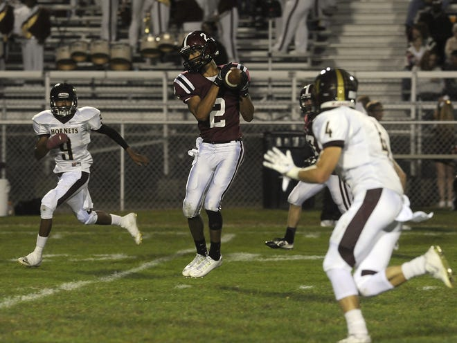 Former Newark star athlete Darius Shackleford died in a car crash Saturday night. Shackleford (2) and Licking Heights' London Pearson (9), pictured during a 2014 game at White Field, were teammates at Youngstown State.