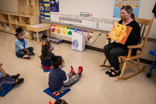 Pre-kindergarten teacher Angela Panush reads a story to her students at Dawes Elementary in Chicago on Jan. 11, 2021.