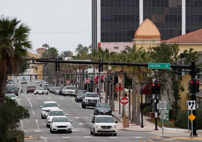 Traffic makes its way west on Seabreeze Boulevard on a recent afternoon. Seabreeze Boulevard merchants, hospitality industry and city leaders will have an opportunity to meet for a brainstorming session about improving the Seabreeze business district on March 19 at The Plaza Resort & Spa.