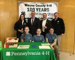 2019 Wayne County Ag Day, Wayne County 4-H Science of Ag Team with PA state and local officials – In the Back from left to right- Pa Senator Lisa Baker, PA Secretary of Agriculture Russell Reading, Wayne County Commissioner Brian Smith, and former Wayne County Commissioner Wendall Kay. Front from left to right: Paige Gries, Clara Murphy, and Eoghan Murphy.