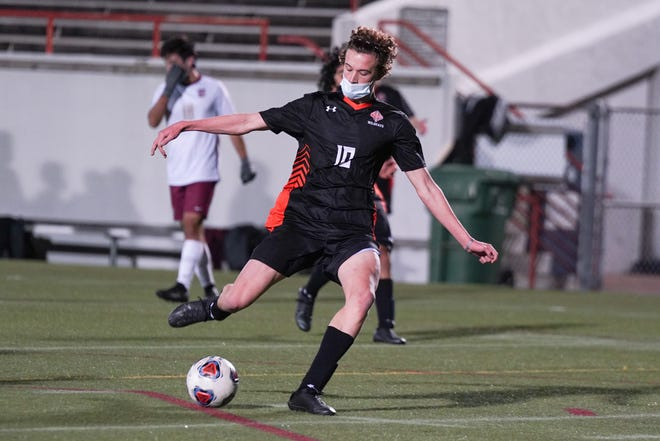 Aidan Payne shoots as New Hanover hosts Ashley on Monday evening.   [KEN OOTS/FOR STARNEWS]