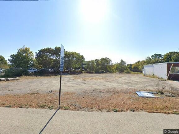 A vacant lot at 52 New Driftway is included in a parcel to be developed for a gas station/convenience store.