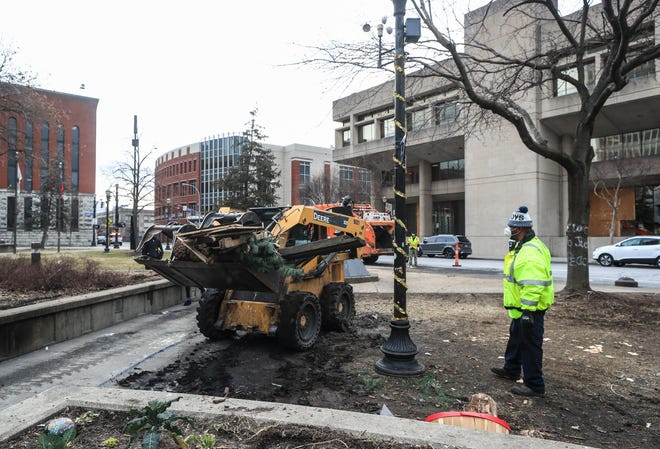 Metro workers cleared out two tents as well as materials such as grills and heaters from Jefferson Square, which has become known as Injustice Square with a large memorial of Breonna Taylor, in a matter of 20 minutes on Monday afternoon.