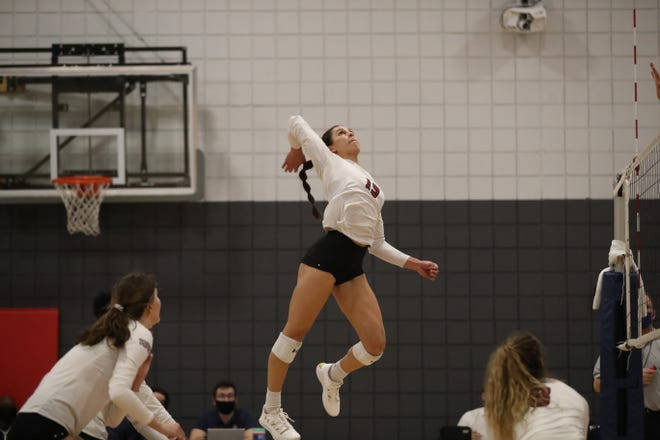 The New Mexico State volleyball team swept UTRGV in a WAC match on Tuesday.