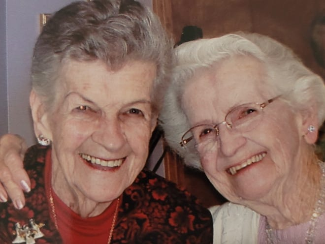 Sisters Jean Coppins and Bobbie Snider sent the same Valentine's Day card back and forth for 71 years.