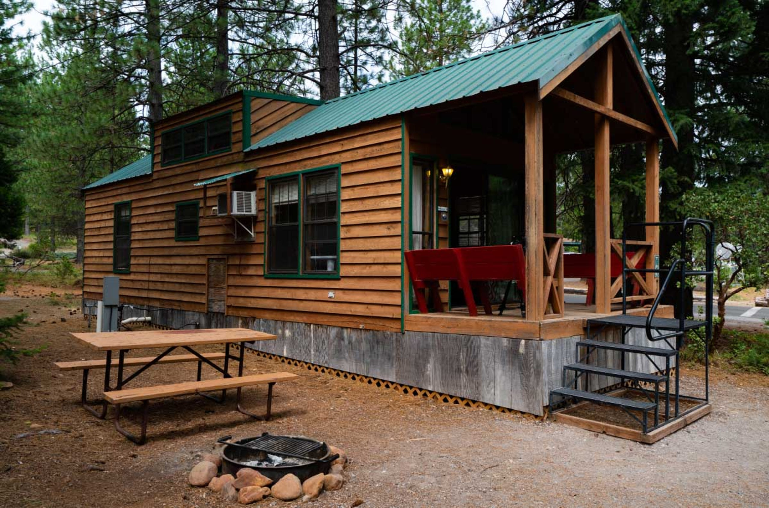 <strong>9.&nbsp;Lake Siskiyou Camp Resort (Mt. Shasta, California)</strong><br /> The camp resort is located near the California-Oregon border on the South West side of Lake Siskiyou and offers views of Mt. Shasta and the Shasta Trinity National Forest.&nbsp;It has 2,602&nbsp;advance reservations for 2021.&nbsp;
