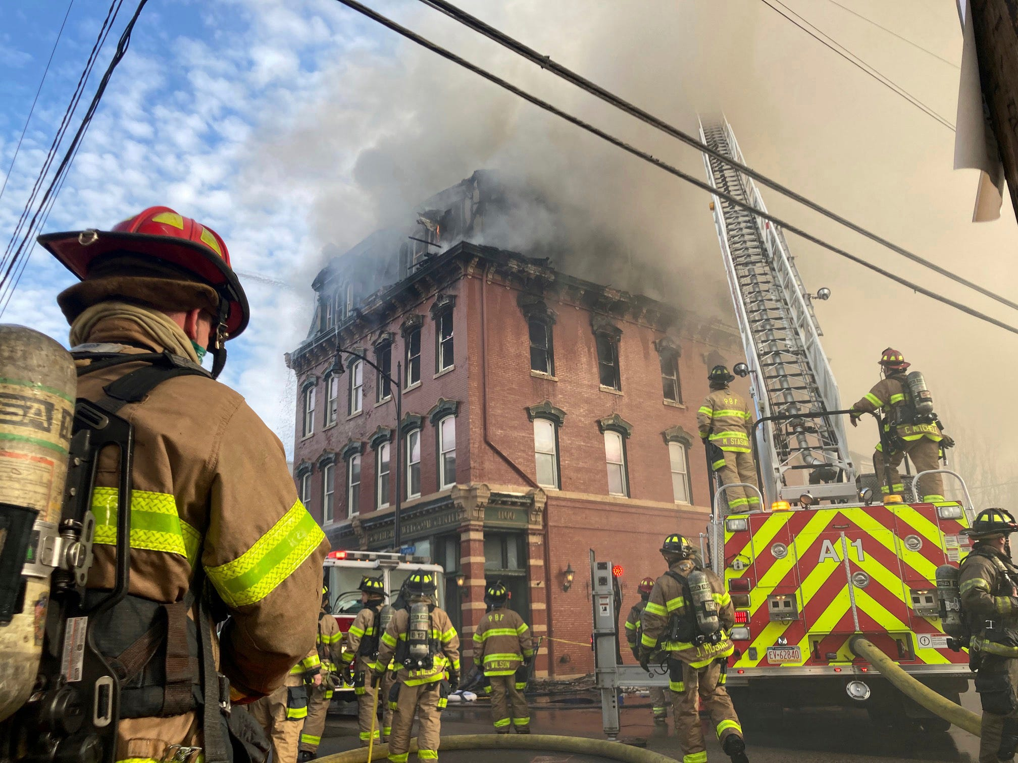 Pittsburgh loses  a piece of history : Fire ravages 1800s building, likely dooming it to destruction