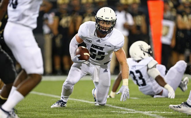 Rice Owls linebacker Blaze Alldredge (55) recovers a fumble against Army in a 2019 game. Alldredge will join Missouri in 2021 as a graduate transfer in hopes of raising his profile for the 2022 NFL Draft.
