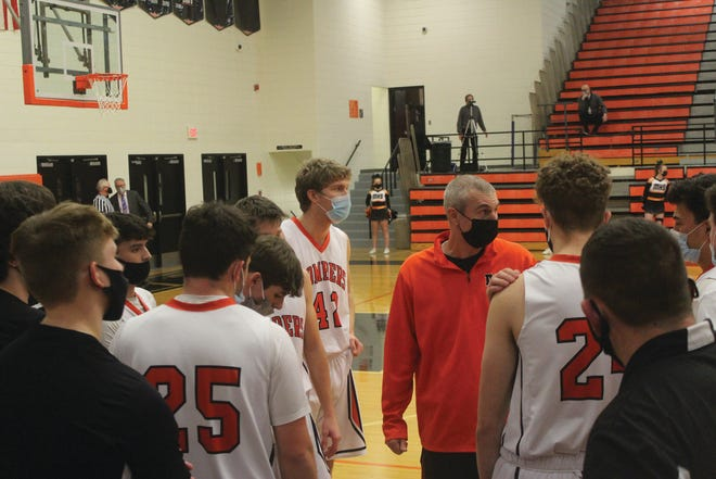 Macomb coach Jeremy Anderson talks to his team during Tuesday's game.