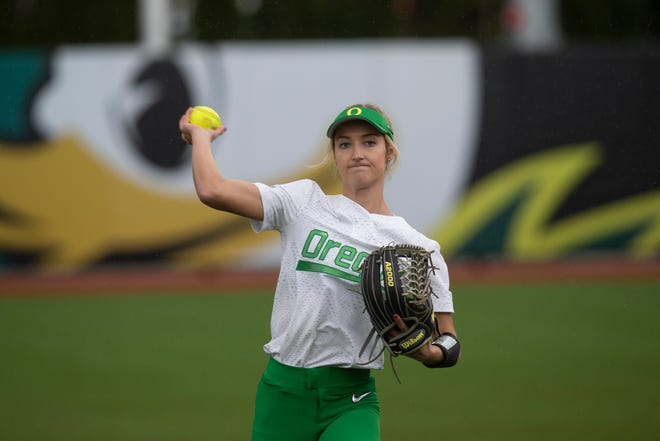Oregon outfielder Haley Cruse warms up before a March 23, 2019 game against Washington at Jane Sanders Stadium.