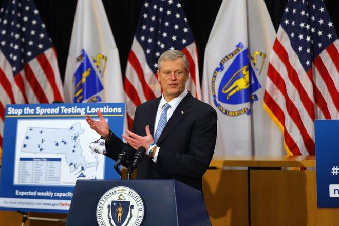 Gov. Charlie Baker anuncia novos espaços em Massachusetts para vacinação anti-Covid.