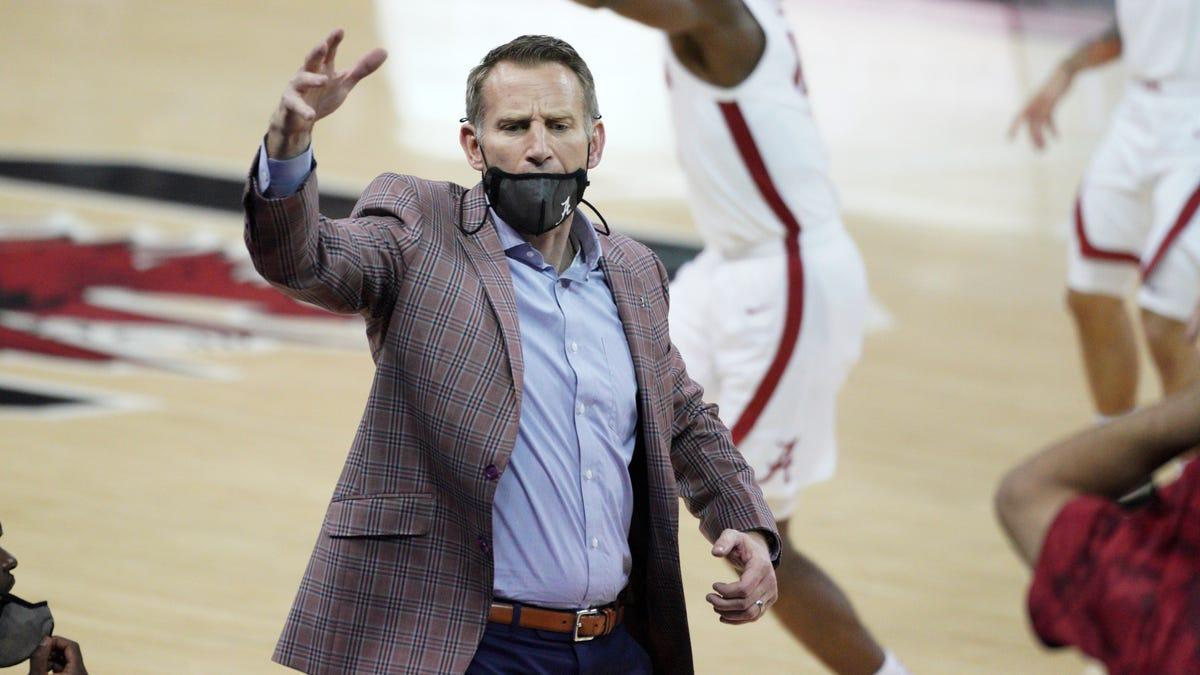 Alabama coach Nate Oats loves 3 Tuscaloosa billboards criticizing his team's rebounding - Tuscaloosa Magazine