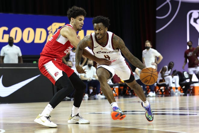 ORLANDO, FL - FEBRUARY 11: Antonio Blakeney #4 of the Canton Charge drives to the basket against the Memphis Hustle on February 11, 2021 at HP Field House in Orlando, Florida.  (Photo by Chris Marion/NBAE via Getty Images)