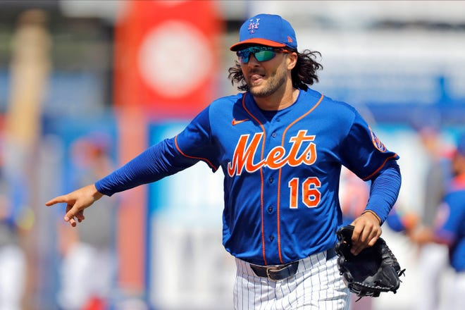 The Chicago Cubs added another outfielder on Thursday,  agreeing to a $1.5 million, one-year contract with Jake Marisnick, formerly of the New York Mets.