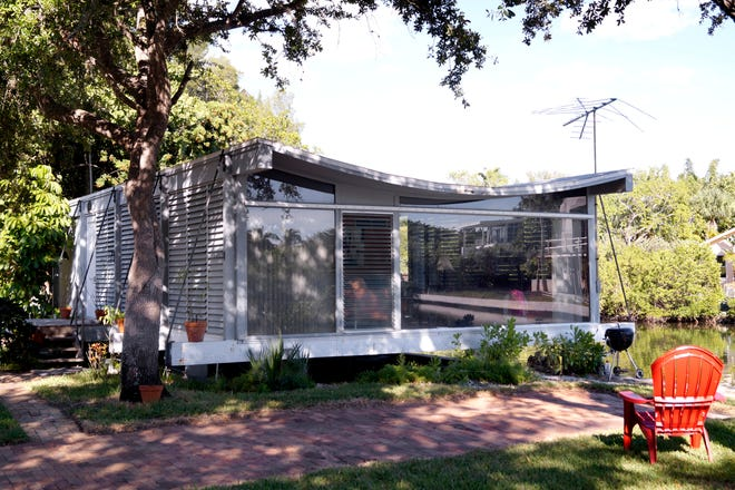 The Cocoon House, also known as the Healy Guest House, was designed in 1951 by Paul Rudolph.