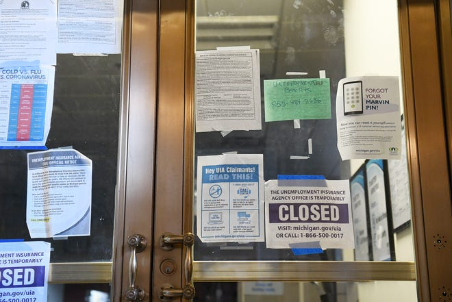 Papan tanda di pintu kantor Penyelesaian Masalah Pengangguran Detroit yang ditutup di gedung Cadillac Place di Detroit pada 11 Februari 2021.