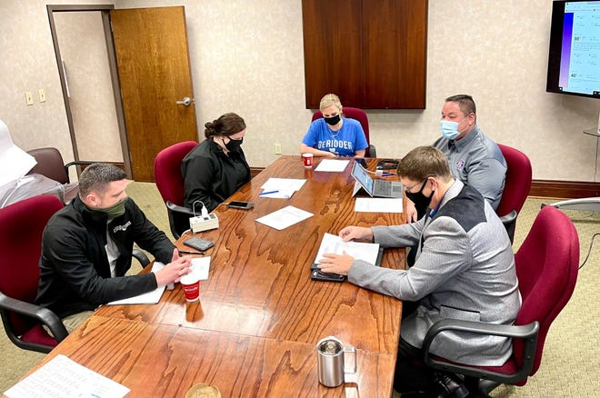 City ofDeRidder officials metThursdaymorning to outline cold weather preparations in the city ahead of potential freezing weather.