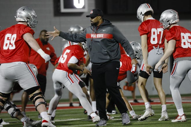 Ohio State linebackers coach Al Washington directs a drill in a March 2020 practice.