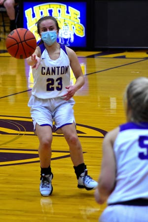 Canton's Ella Wheeler dishes the ball off during the third quarter of the Lady Giants 47-37 victory over the Lady Raiders of East Peoria.