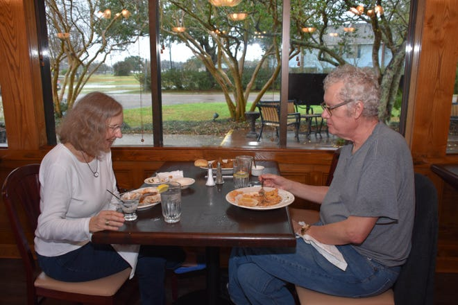Fran Middleton and her husband David Middleton enjoy lunch Thursday at Flanagan's in Thibodaux.