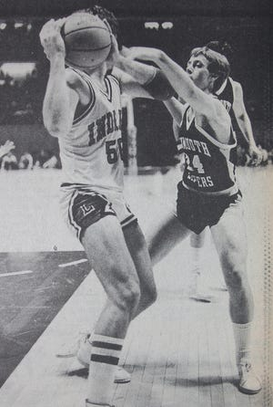 Monmouth's Mark McCurdy applies defensive pressure against Lawrenceville standout Marty Simmons in the 1982 Illinois Class A state championship game at Assembly Hall at the University of Illinois.