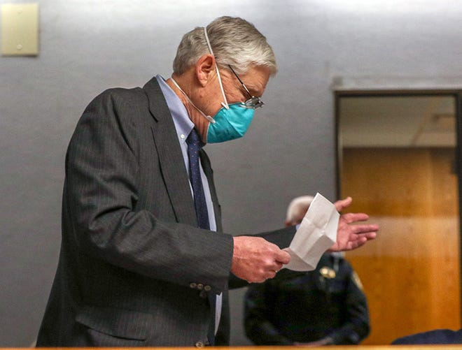 Dr. Richard Gordon turns to face Bahram Pahlavi to apologize in his closing statement at trial.