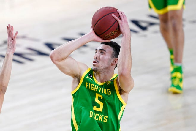 Oregon guard Chris Duarte scored all 18 of his points in the first half Thursday as the Ducks downed Arizona State 75-64.