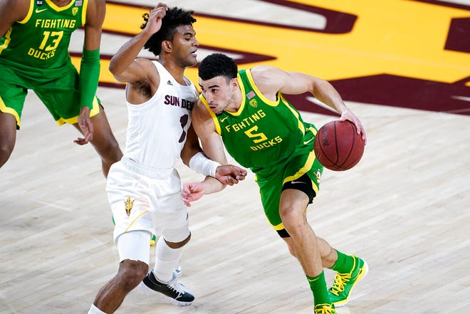 Oregon guard Chris Duarte (5) scored 18 points Thursday in his return from a right ankle injury in the Ducks' 75-64 win against Arizona State.