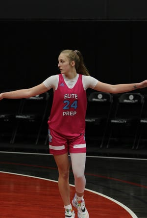 Hannah Robbins plays a game for her former team Arizona Elite Prep in The Grind Session at The PHHacility in Phoenix, Ariz.