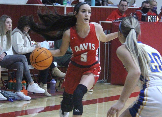 Jacie LaNoy tallied 10 points on Friday to help lead the Lady Wolves to a 55-47 victory over No. 20 ranked Washington.