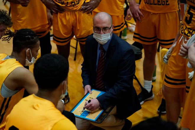 Adrian College head coach Kyle Lindsay talks to his team during a timeout in the 2020-21 season.