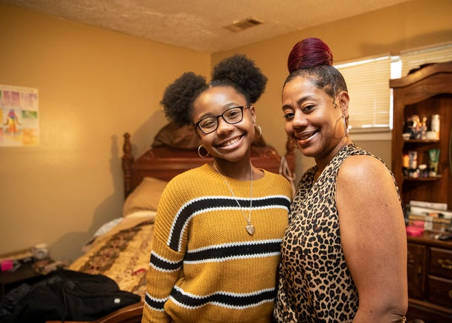 Tanya Banks-Greene and her daughter, Kel'C Greene, an eighth-grader at Humes Elementary, inside their home on Friday, Feb. 12, 2021.