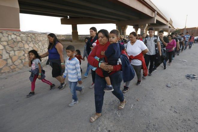 Inmigrantes buscan asilo en Estados Unidos.