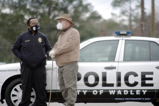 Wadley Police Chief Tommie Walker (at left) talks with area resident during the search for missing man.