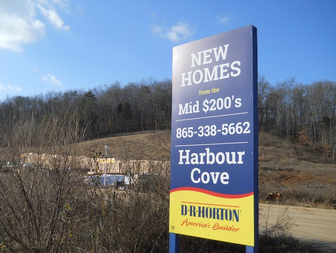 New hones are going up at the Harbour Pointe subdivision in East Oak Ridge.