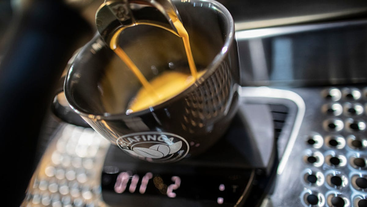 Drinking 1 or more cups of caffeinated coffee could reduce your heart failure risk 1