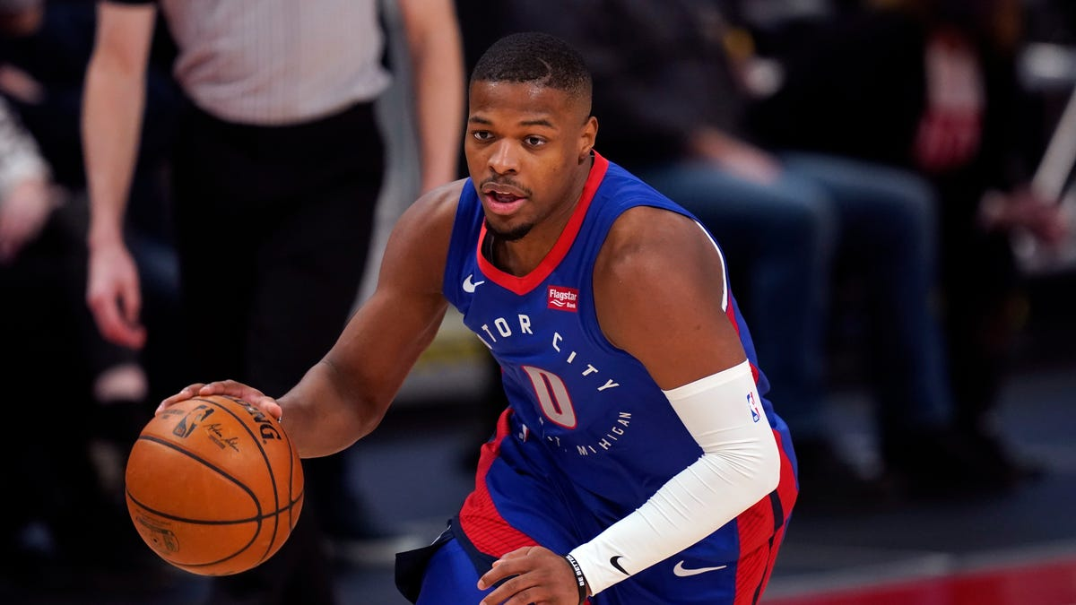 Pistons' game prep hits snag after road trip is rerouted through Chicago 2