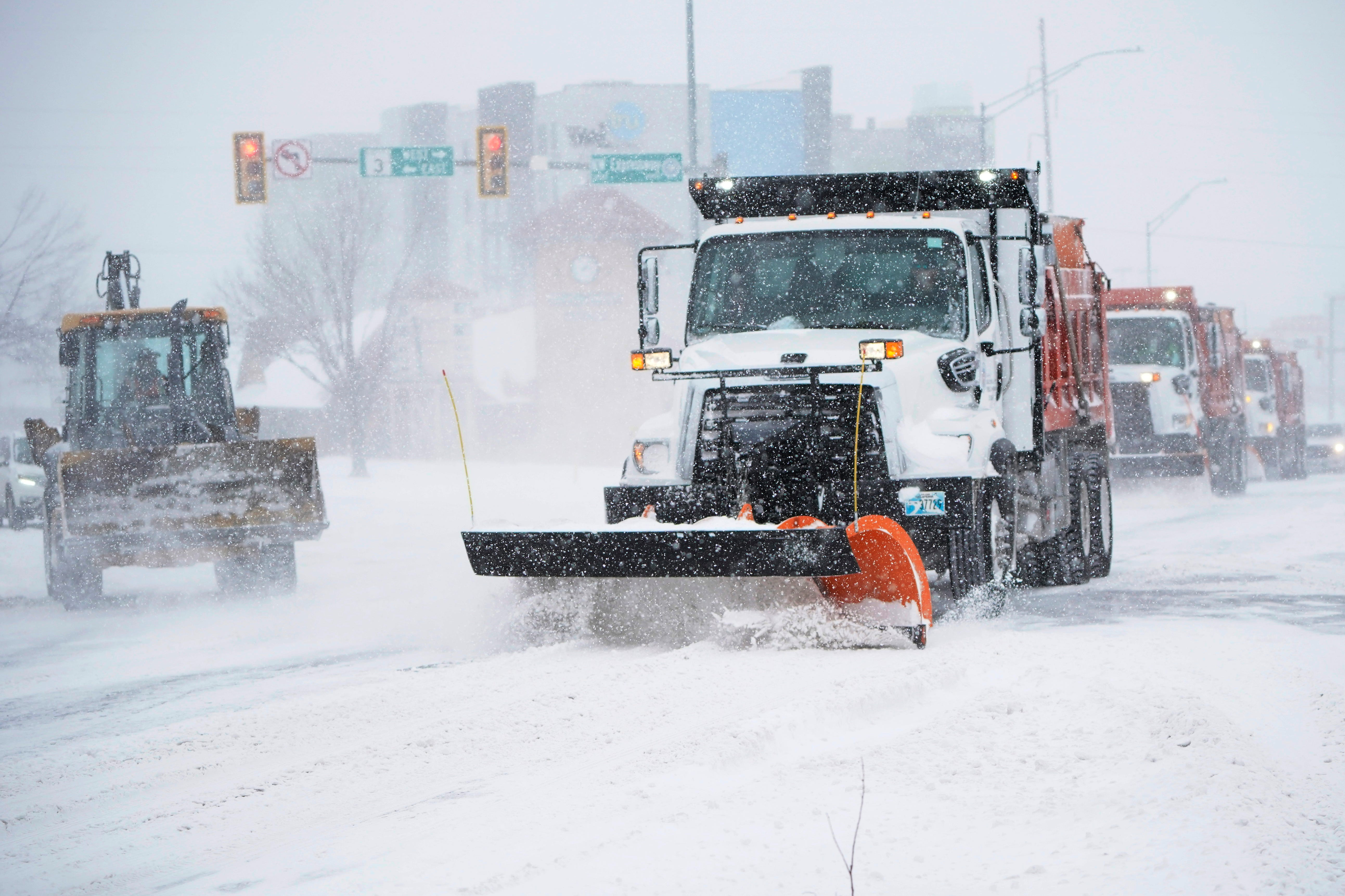 3,000+ flights canceled Monday as winter storm pounds southern US with snow and ice