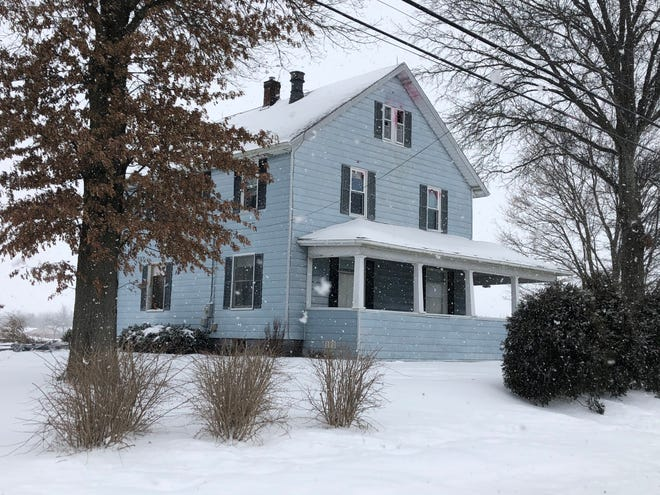 FBI and local law enforcement had Dennis Horn surrounded in his home on East Smithville Western Road from Monday afternoon until he was taken into custody at 5:25 a.m. on Tuesday.