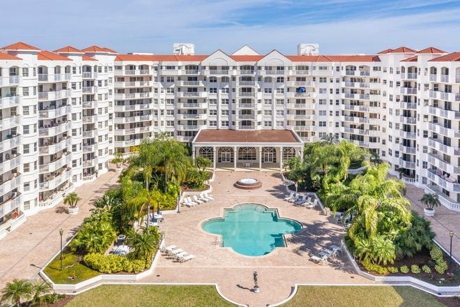 This extra-spacious condo is the famed Ormond Heritage community offers amazing direct river views and stunning sunsets.