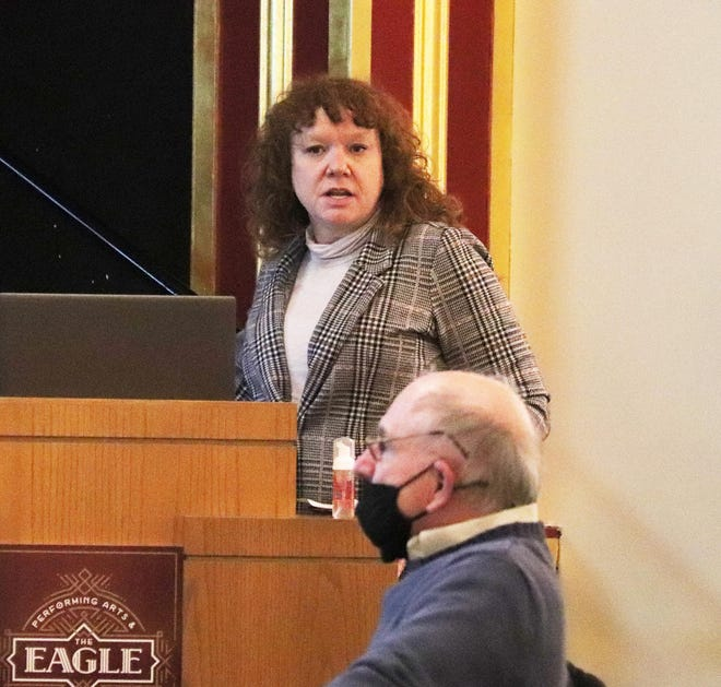 Liz Vincent gives an update report on the Market 59 program at the Pontiac City Council meeting Monday at the Eagle Theater.