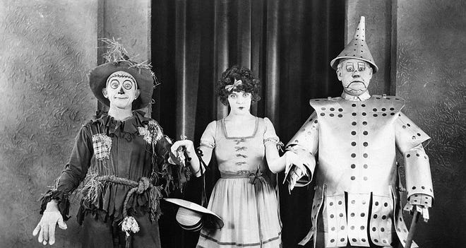"""The 1925 silent film version of """"The Wizard of Oz"""" stars Larry Semon, Dorothy Dwan and Oliver Hardy."""