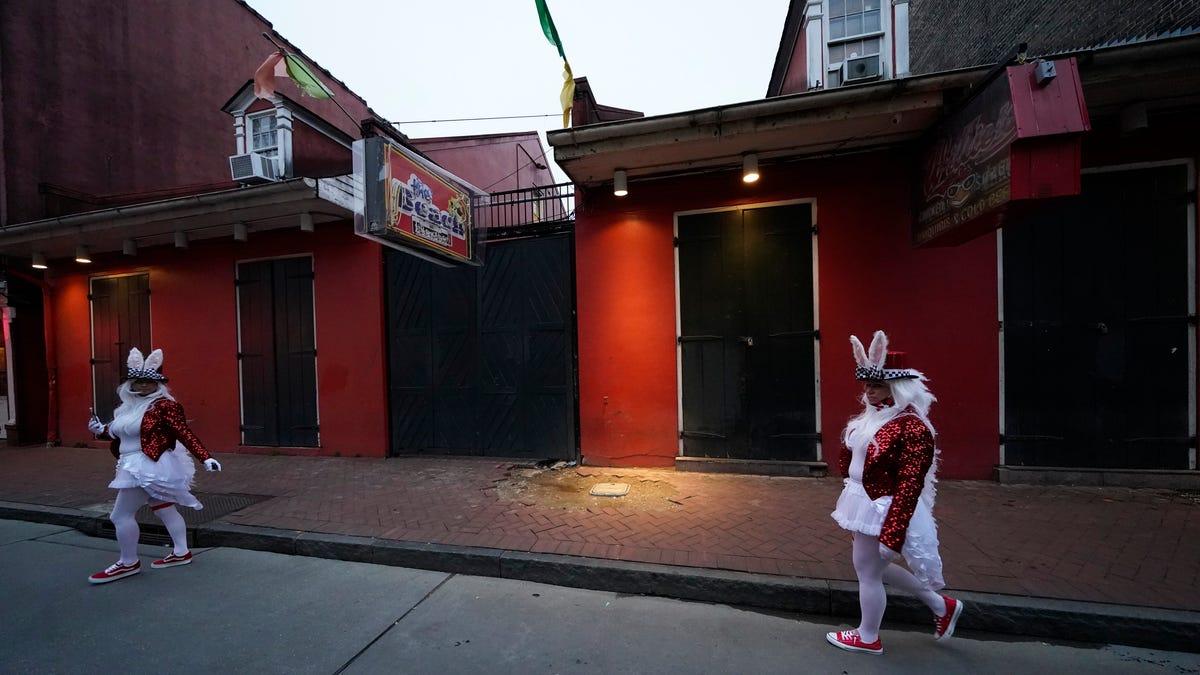 Muted Mardi Gras: Closed bars, barricaded Bourbon Street 3