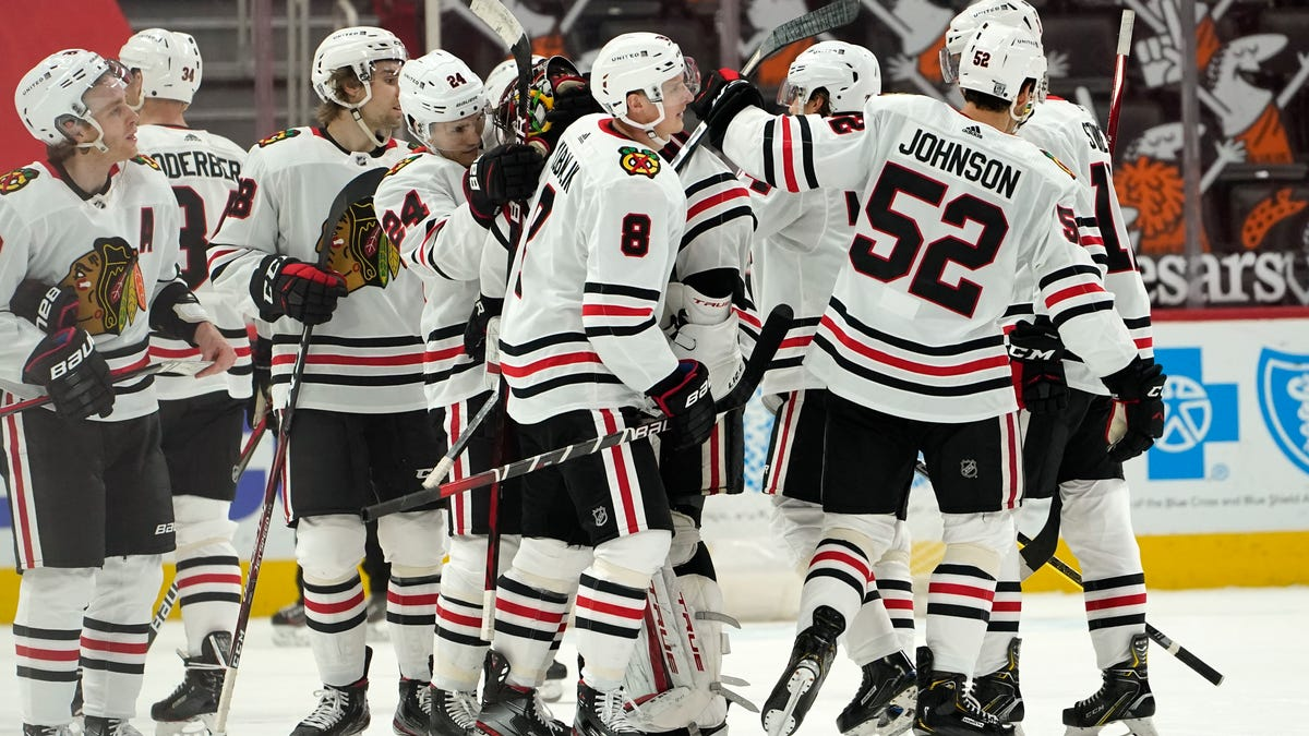 Red Wings grab a point, fall in overtime to Blackhawks 3-2 2