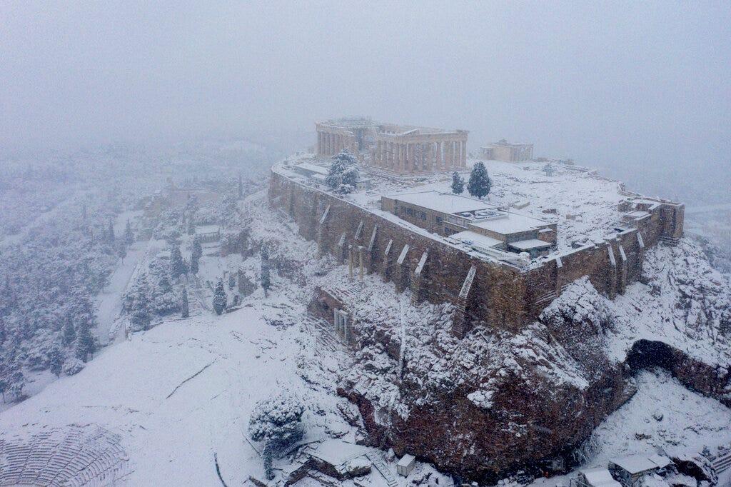 In Athens, rare snow blankets Acropolis, halts vaccinations 2