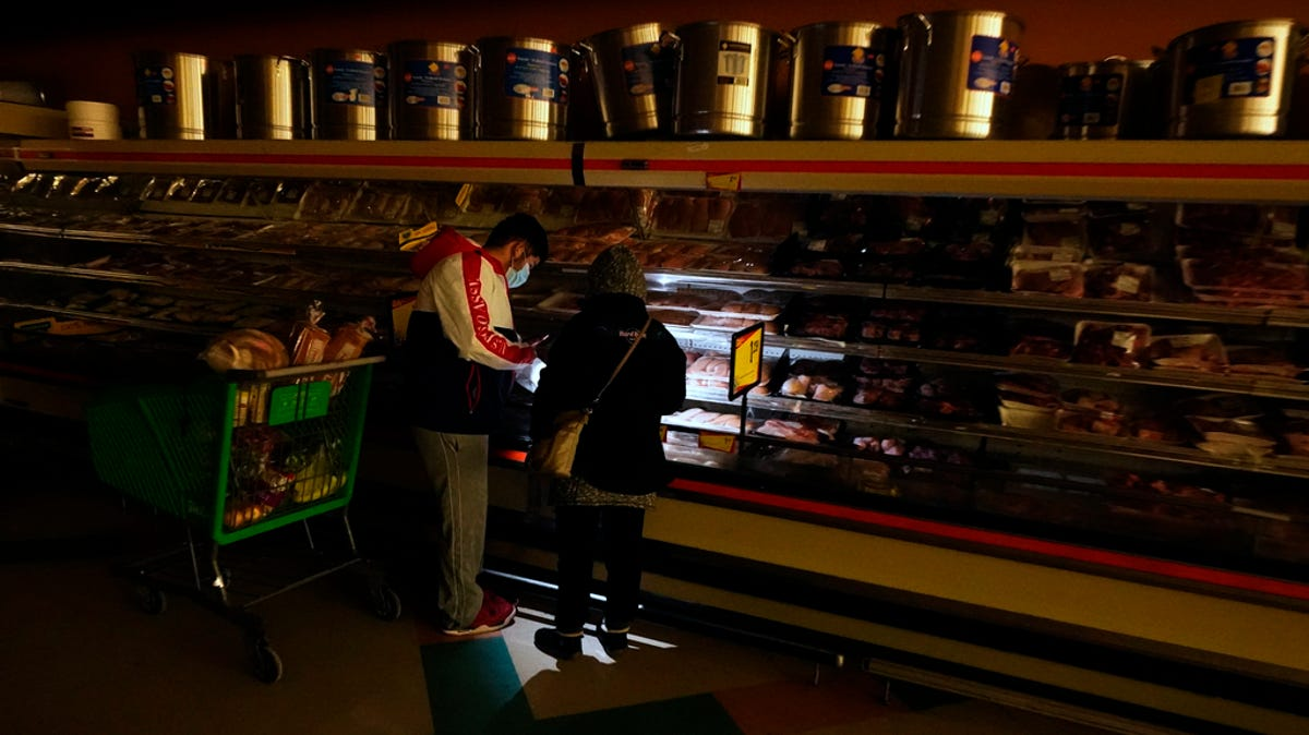 Texas power outage: Why millions are in the dark amid rolling blackouts, winter weather thumbnail