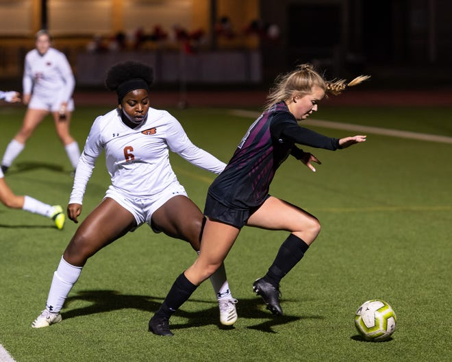 Senior Bella Courter of Round Rock, right, works against Hutto defender Tiana Jones in a District 25-6A matchup Feb. 5. Round Rock is ranked No. 4 in the state in Class 6A and remains atop the Statesman's Class 6A poll.